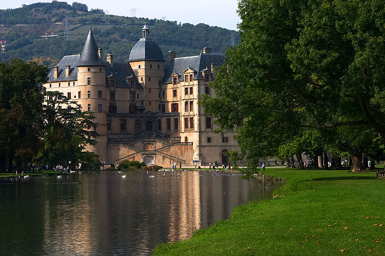 http://photoenligne2.free.fr/Isere/Vizille/N14195_ChateauVizille_Isere.jpg